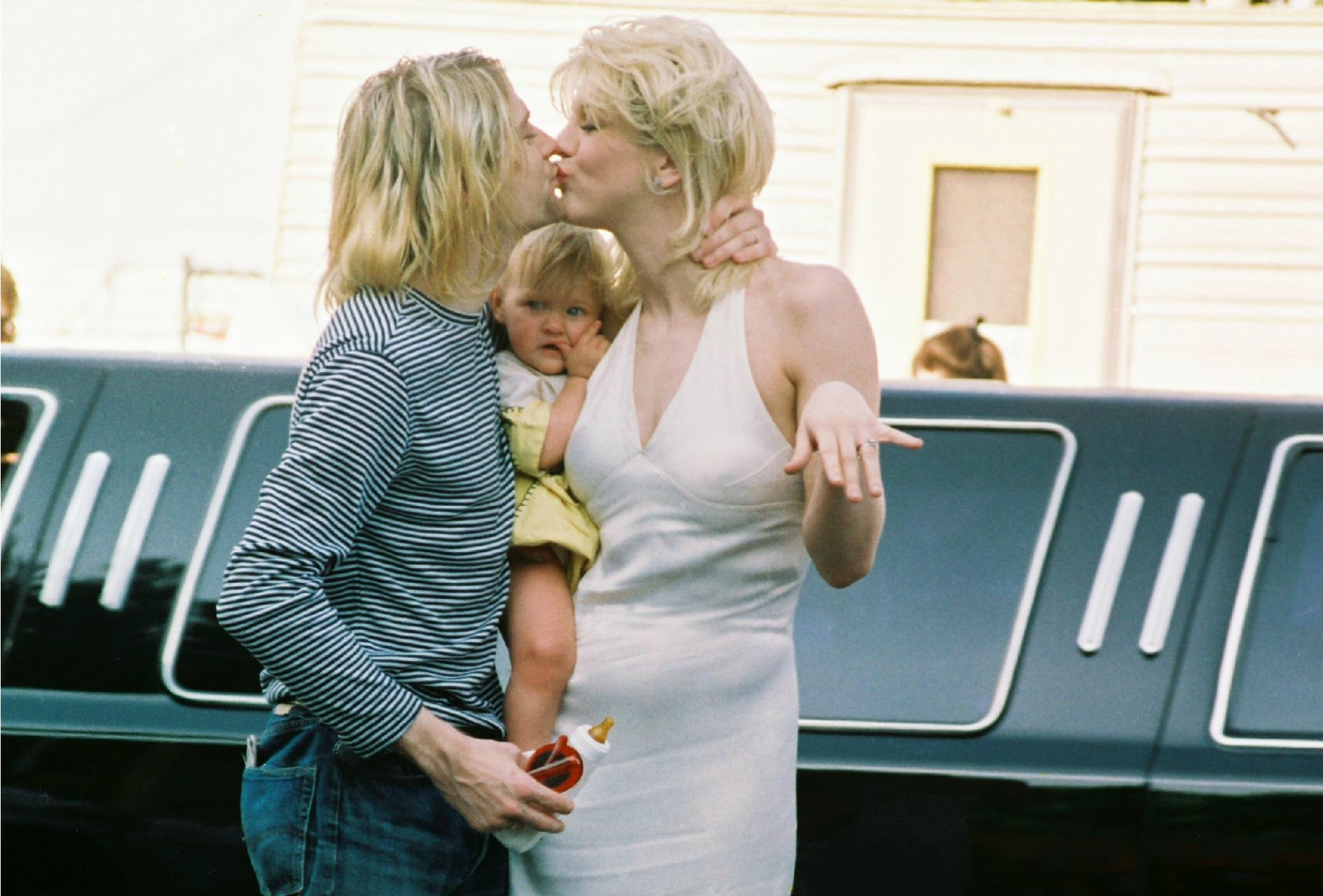 Courtney Love And Kurt Cobain Wedding.Kurt Cobain Read His Scornful Note Mocking Courtney Love