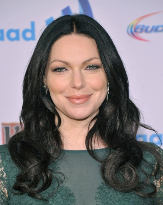 Celebrities On Their Favorite Thanksgiving Dishes | Laura Prepon