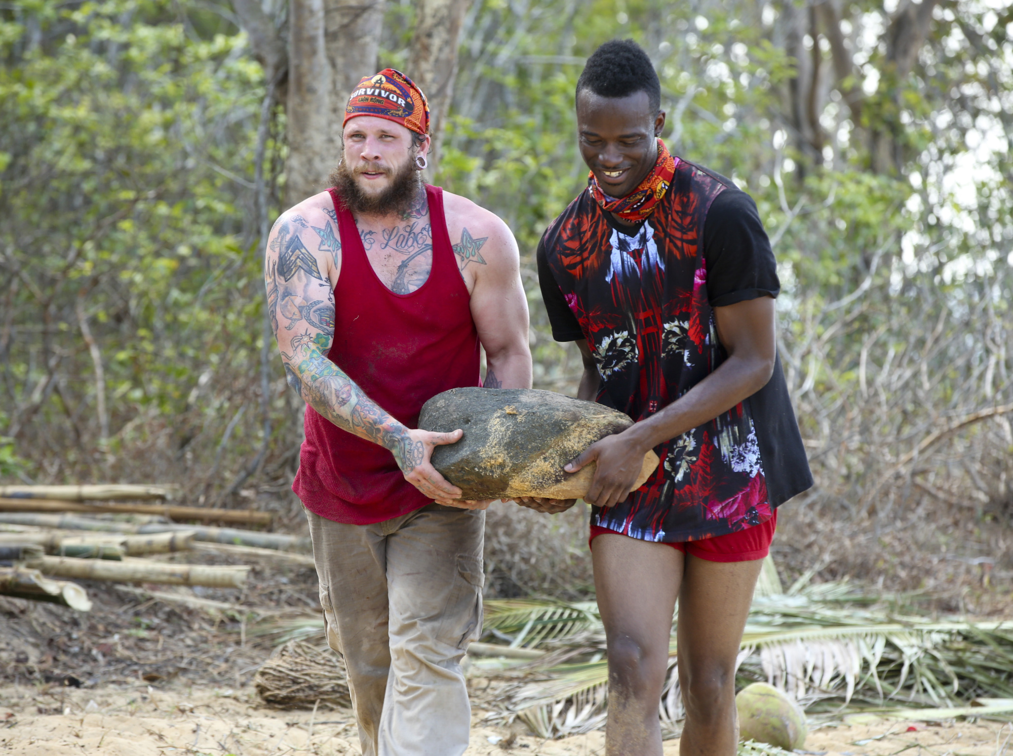 Kyle Jason and Darnell Hamilton work at Brawn camp on Survivor: Kaoh Rong