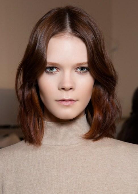 Low-Maintenance Summer Beauty Inspiration Ideas: Short Brown Hair Red Highlights | Summer Beauty 2017