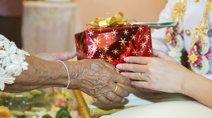 10 Gift ideas for seniors with