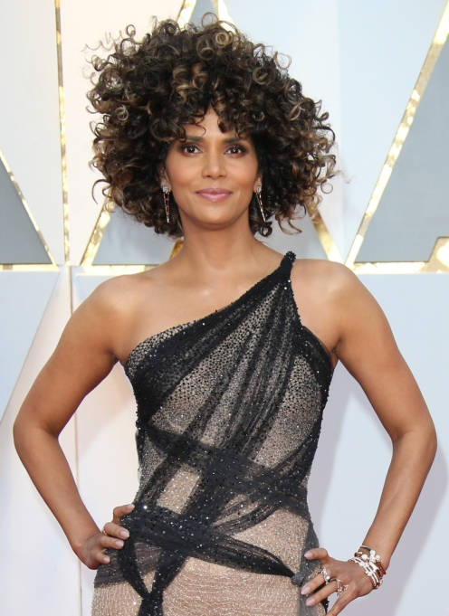 Celebrities Who Embraced Their Natural Hair Texure: Halle Berry