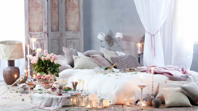 Awe Inspiring 8 Romantic Bedroom Ideas Just In Time For Valentines Day Home Interior And Landscaping Oversignezvosmurscom