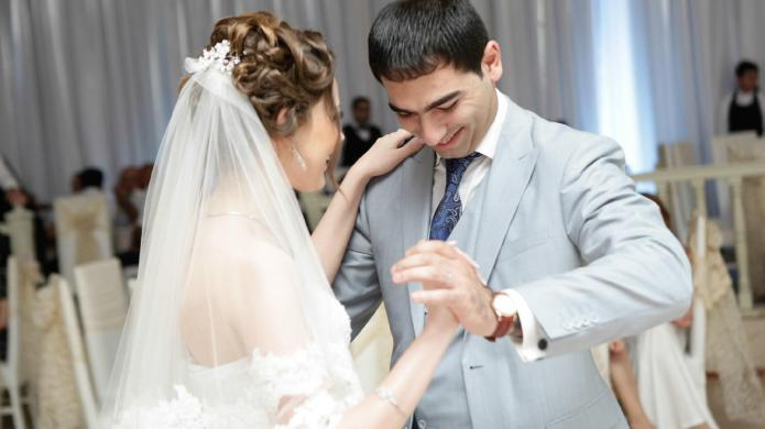 Marriage deal breakers, thanks to #RuinAWeddingin5Words