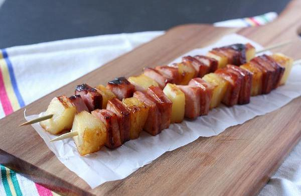 Glazed ham and pineapple kebabs