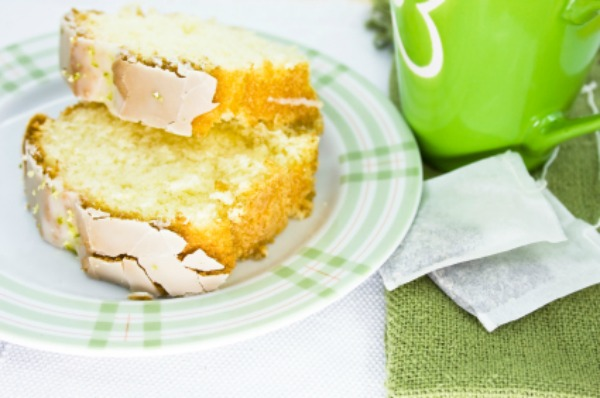 Lemon cake and tea