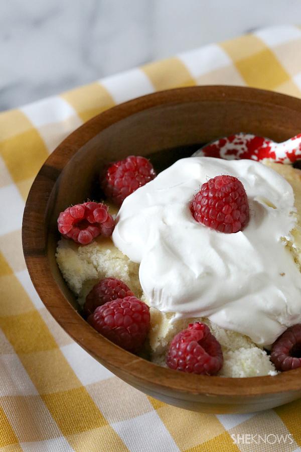 Lemon berry scoop cake