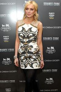 Lindsay Lohan falls on her face,