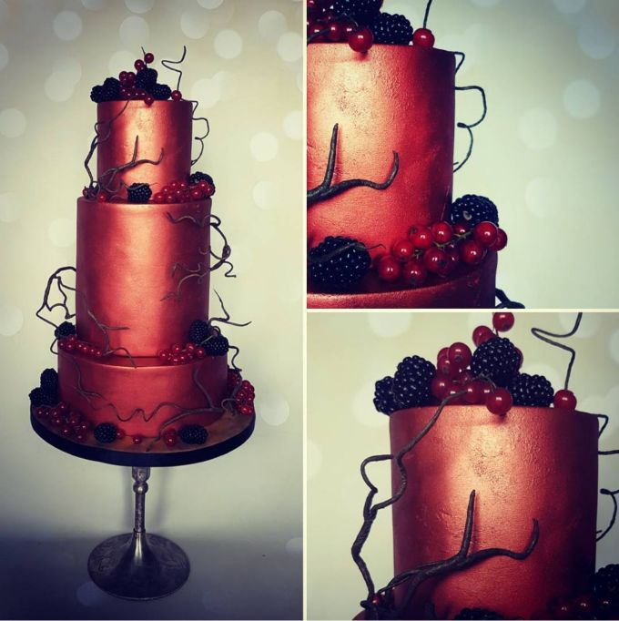 Fall Wedding Cakes: This shimmering dark orange cake is perfect for fall