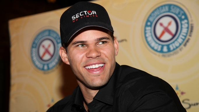 Kris Humphries wearing a hat