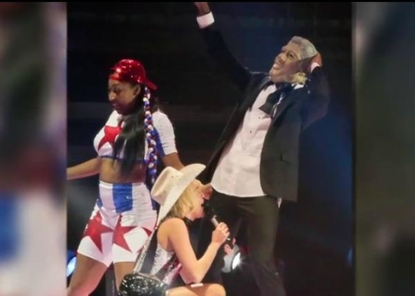 Bangerz tour Bill Clinton