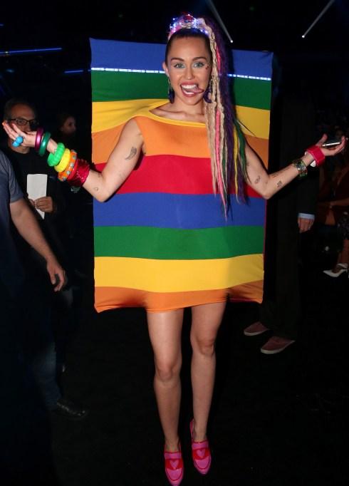 Miley Cyrus rainbow VMAs outfit