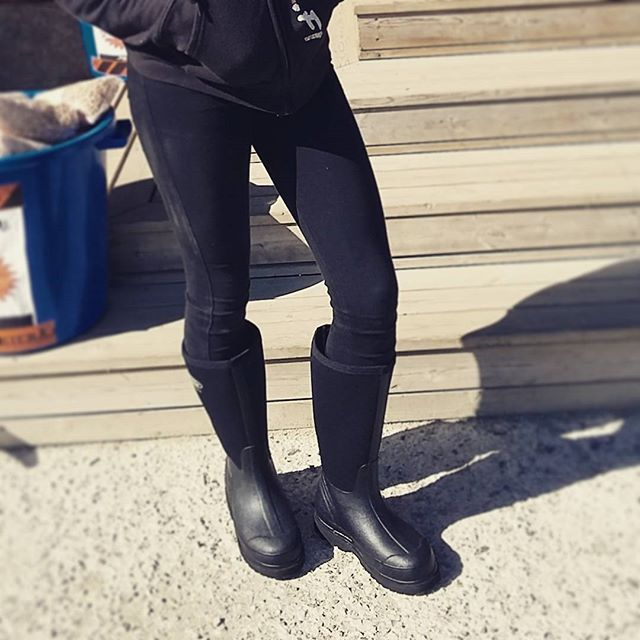 riding-boots-all-black