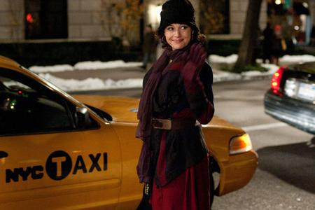 Carla Gugino chats Mr. Popper's Penguins