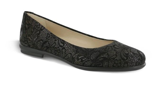 Black lace flat shoe