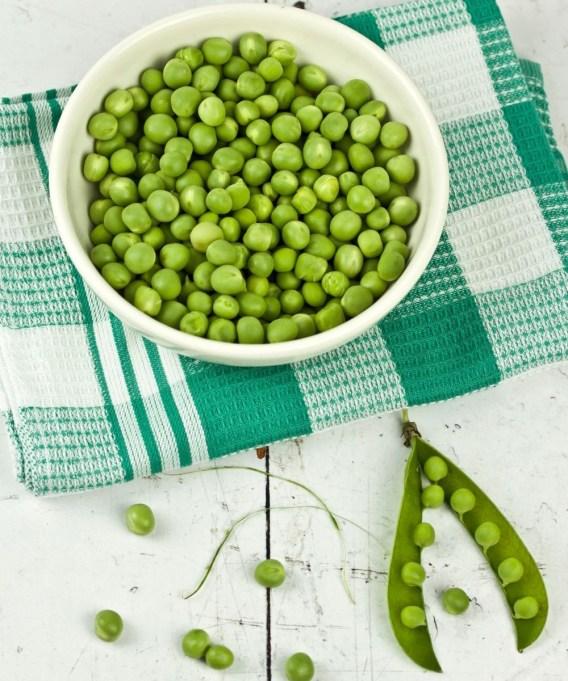 green peas in bowl