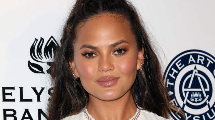 The love for Chrissy Teigen's stretch