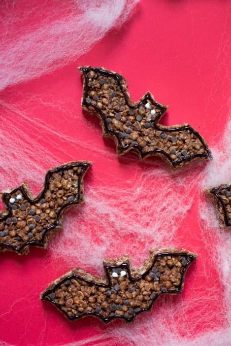 Legitimately Good Halloween Recipes: Chocolate bat rice krispie treats | Halloween treats 2017