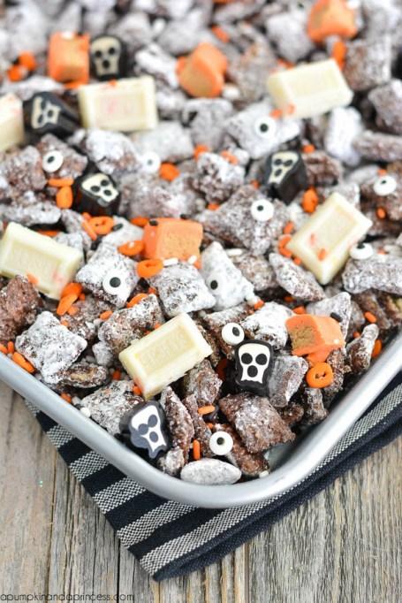 Legitimately Good Halloween Recipes: Halloween Muddy Buddies | Halloween treats 2017