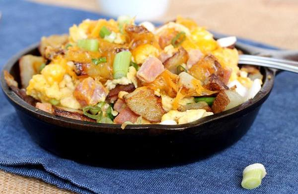 Fried potato, egg and ham scramble