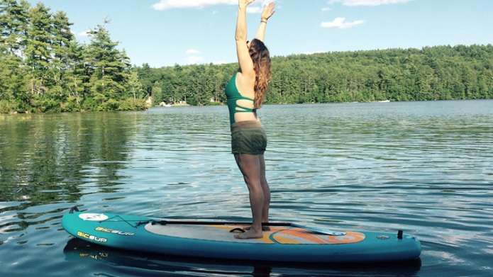 12 SUP yoga poses to strike