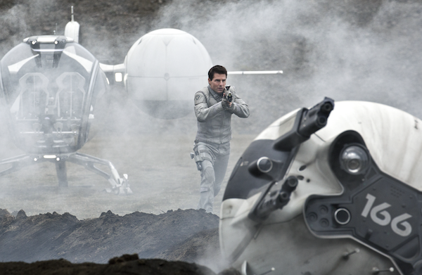 Oblivion movie review: Tom Cruise punches