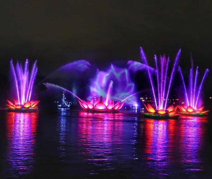 What to See, Do, Eat at Disney World This Winter: Rivers of Light