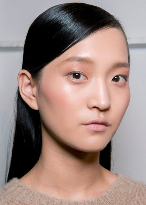 Summer Beauty Ideas For When It's Crazy-Hot | Sleek, side parted hair