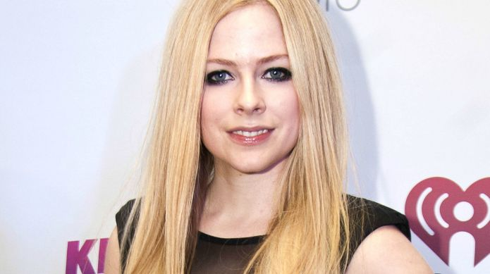Avril Lavigne updates fans on her