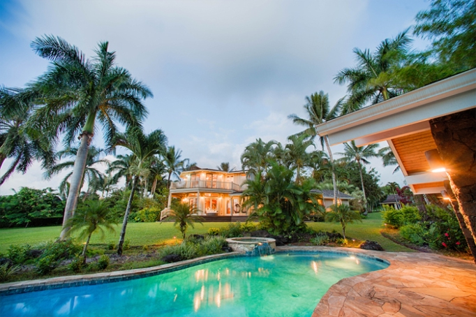Will Smith's Hawaiian mansion has a spectacular swimming pool