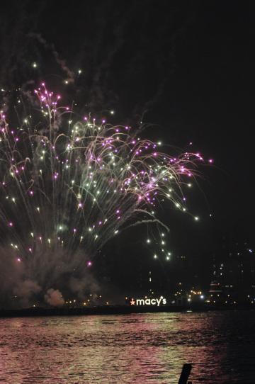 Macy's fireworks lights up New York