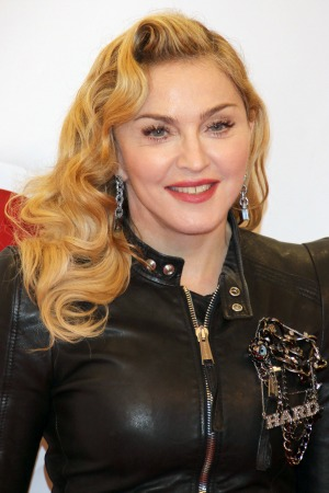 Madonna releases statement apologizing for racial slur