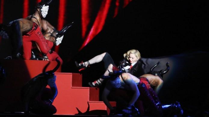 Madonna falls at the Brit Awards