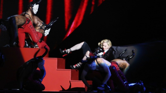 Madonna falls at the Brit Awards