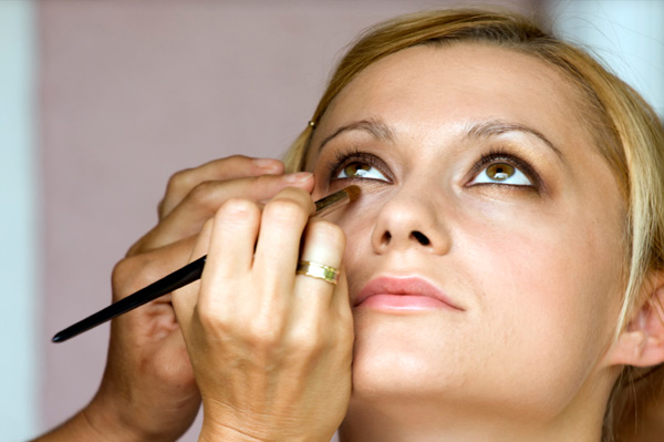 Makeup artist undereye bag