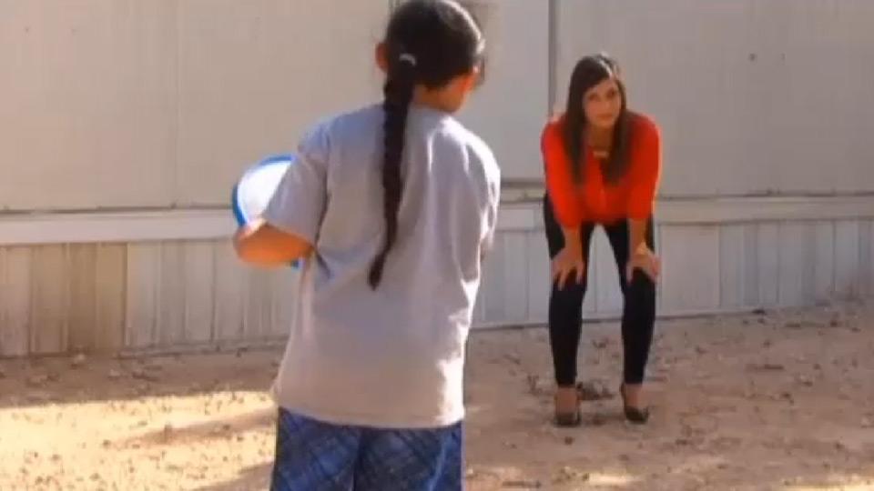 Malachi playing frisbee | Sheknows.com