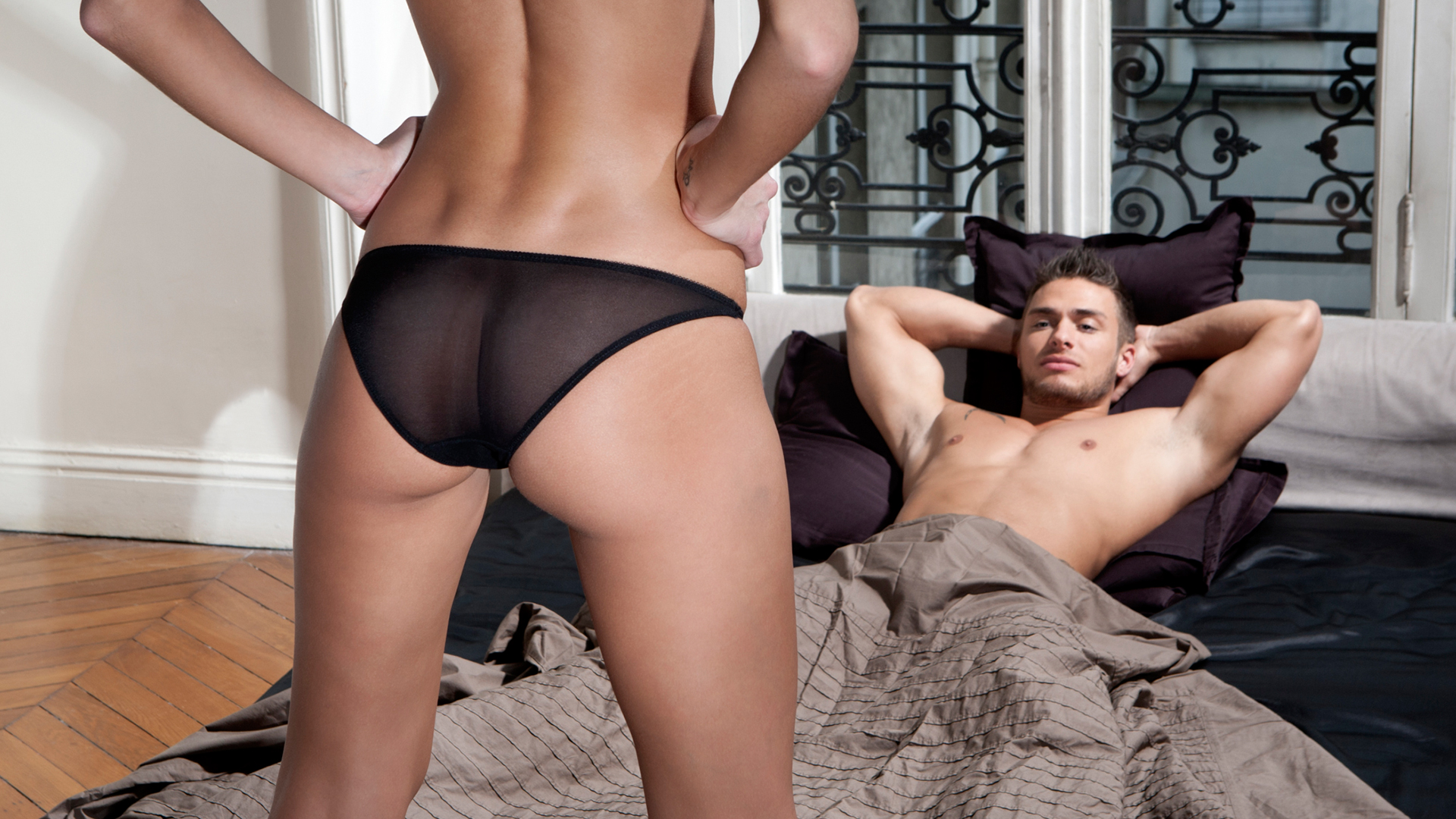 Man watching woman in underwear | Sheknows.ca