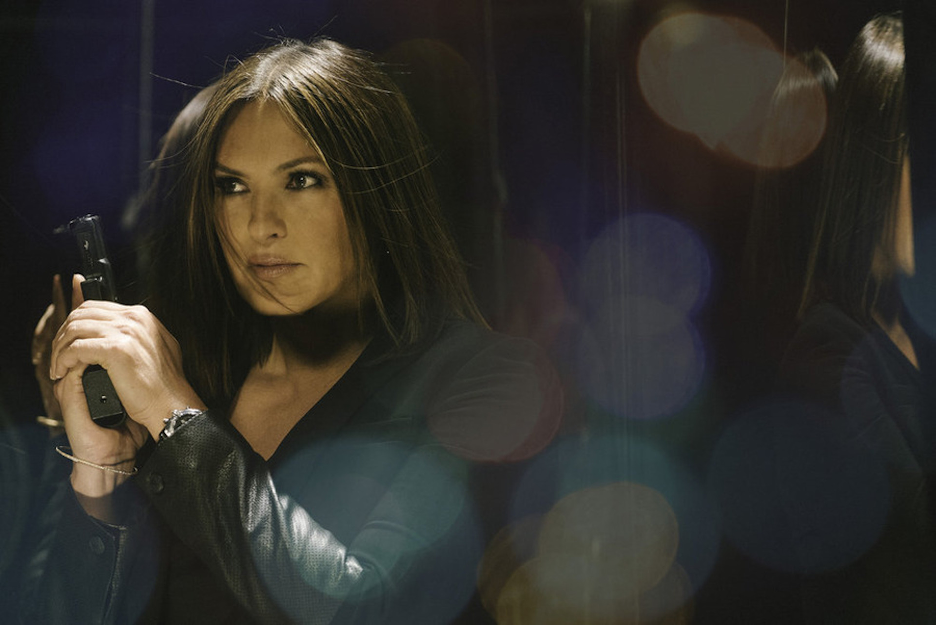 Mariska fighting crime