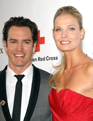 mark-paul gosselaar and wife expecting a child