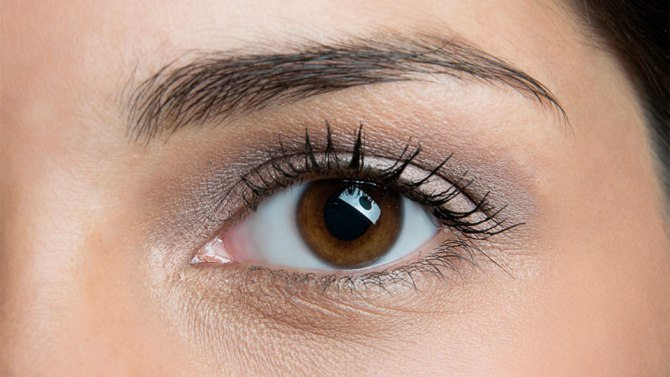 Best Under-the-Radar Beauty Hacks | Use Q-Tips to Apply Mascara