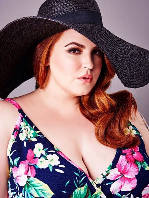 Tess Holliday floppy hat