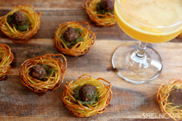 Spaghetti nest meatballs