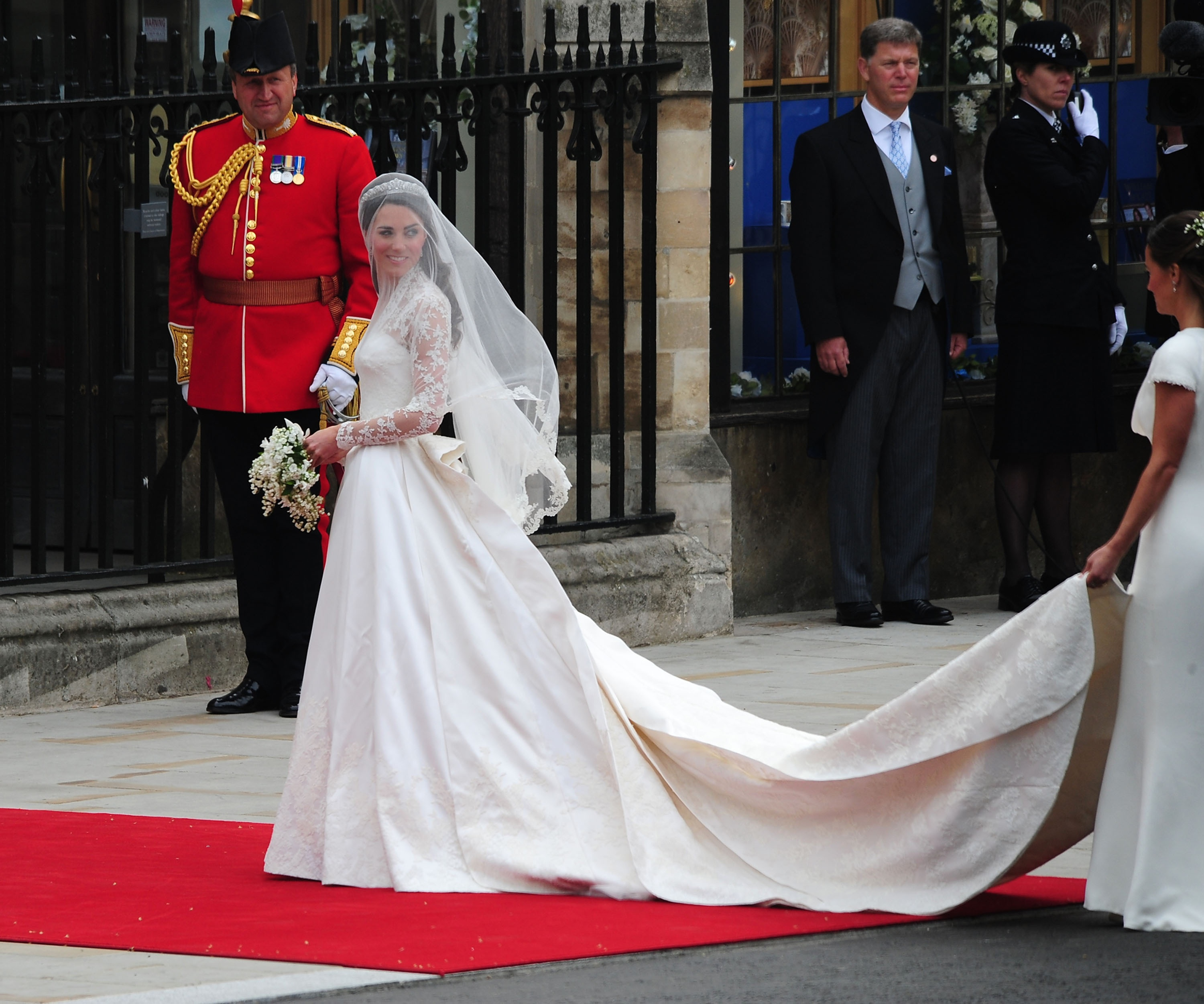 Alexander Mcqueen Sarah Burton Was The Top Choice As Rumors Spread Days Before Wedding Paparazzi Spotted What They Presumed To Be Designer