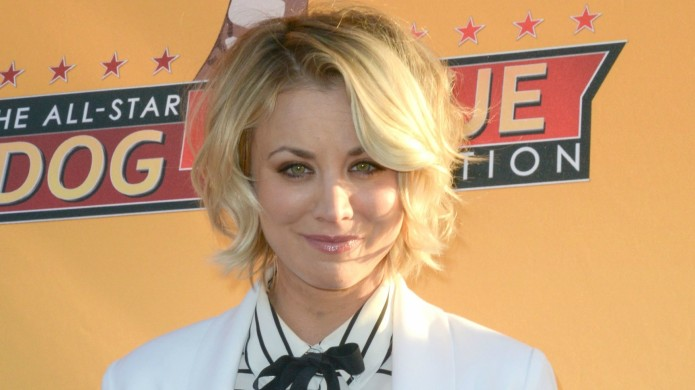 Kaley Cuoco's reportedly dating Arrow star