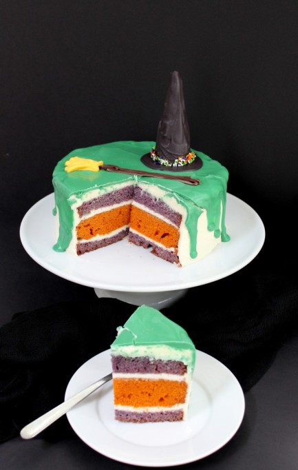 34 Halloween foods that'll take your party to the next level: Melted witch cake