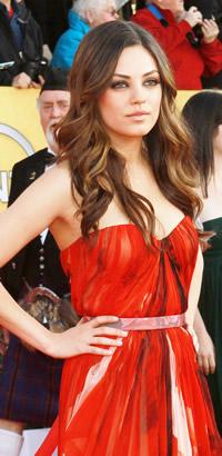 Mila Kunis wavy Hairstyle at SAG Awards