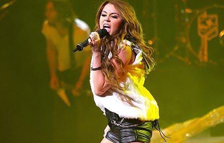 Miley stops Tweeting