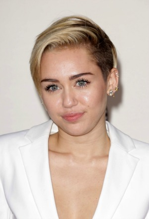 Miley Cyrus suffers credit card embarrassment