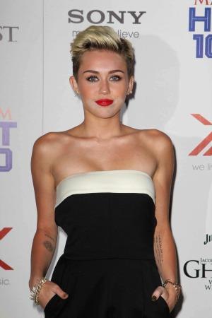 Miley Cyrus denies Justin Bieber romance rumors