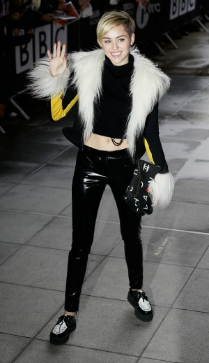 Miley Cyrus responds to her MTV EMA behavior